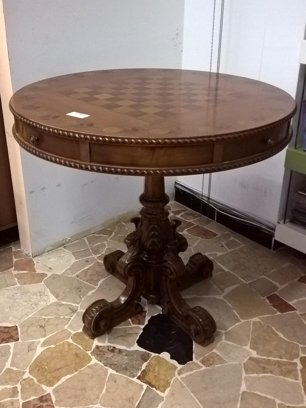 Tavolo con scacchiera (1)